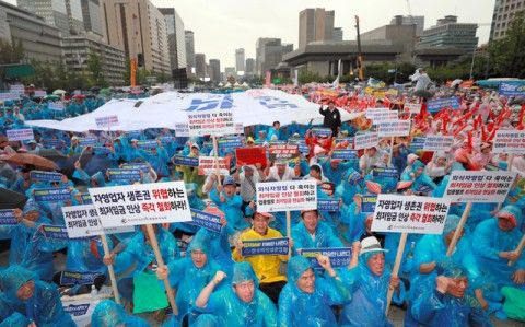 バ韓国の文大統領を批判する集会