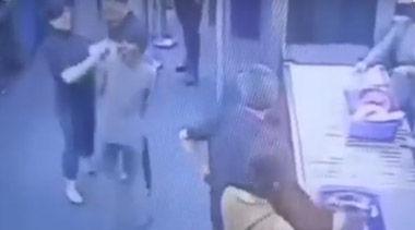 バ韓国塵がタイの国際空港で職員に暴行