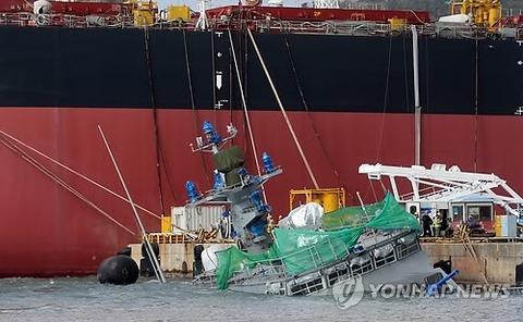 波に弱い韓国のミサイル艇