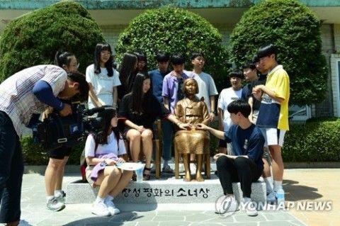 8月14日の記念日にあわせバ韓国で建てられた売春婦像