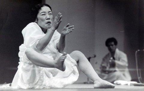 病身舞というキチガイ文化がお似合いのバ韓国塵