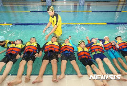 カナヅチの海洋警察が水泳の講師とはwwww