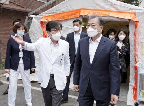 文大統領の無策で多くのバ韓国塵が死んでくれそうです!