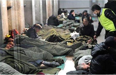 バ韓国で急増中のホームレスども