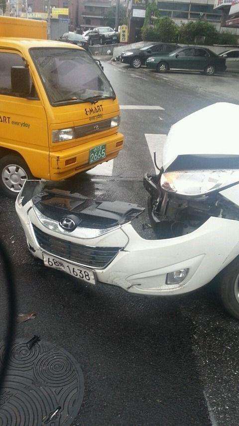 軽い接触事故でも大破するのがバ韓国製車の特徴