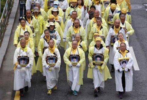 バ韓国・セウォル号事故の遺族ども