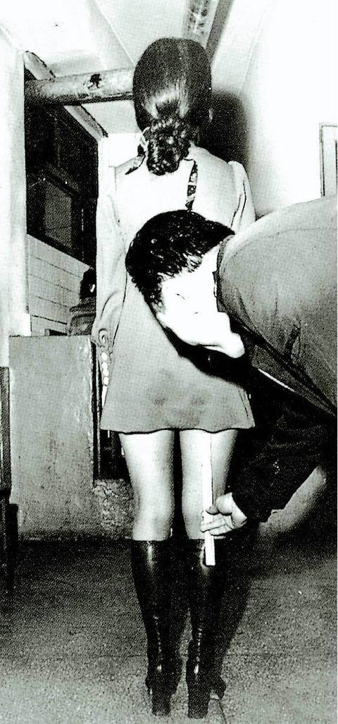 70年代のミニスカ取り締まりの様子