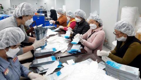 バ韓国製マスクは糞尿の匂いつき