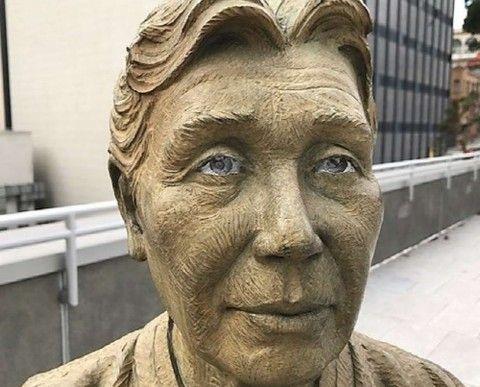 アメリカに建てられたバ韓国の売春婦婆の銅像