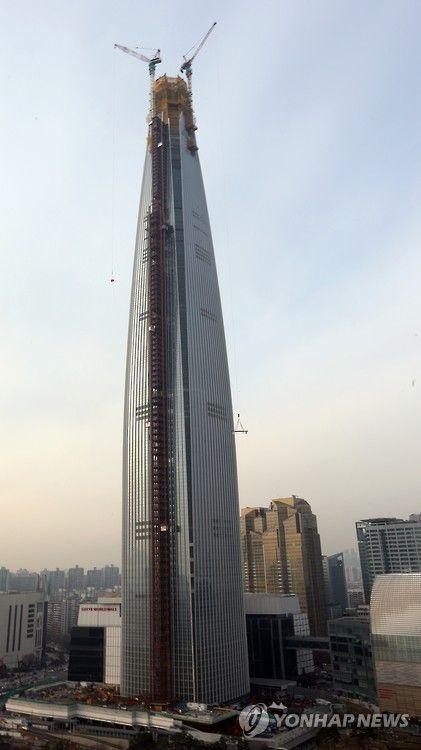 崩壊するために建てられているロッテワールドタワー