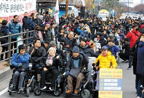 ソウルに集結したバ韓国の障害者ども