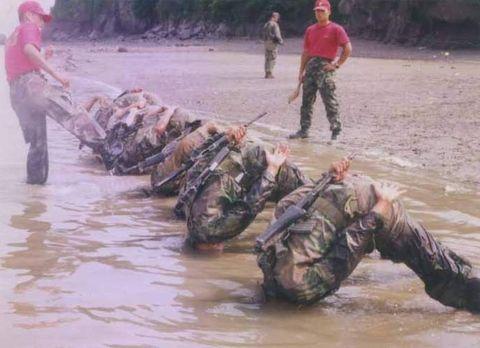 バ韓国軍名物の「元山爆撃」