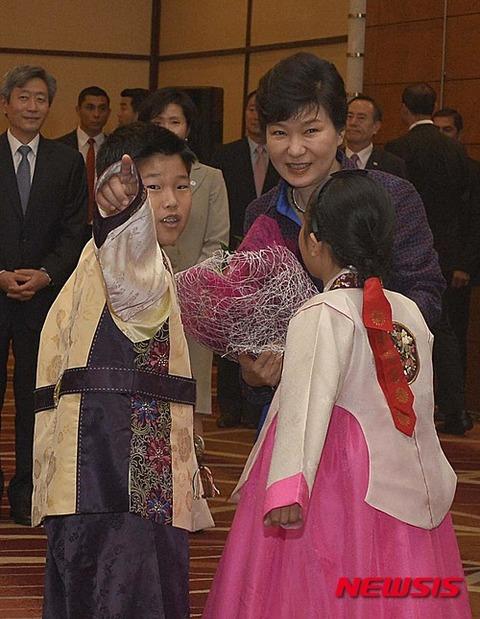 醜いバ韓国塵の餓鬼と醜い老婆