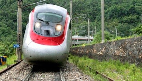 バ韓国で開発されたティルティング列車