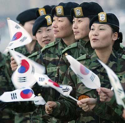 不細工すぎる韓国の女性兵士