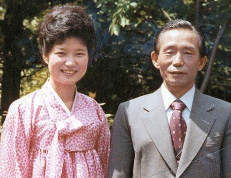 父親が日本からパクった金で育てられたパククネ