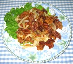 カリカリ豚と玉葱炒め
