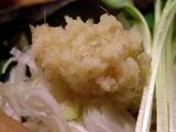 生姜醤油らぁ麺 おろし生姜のアップ