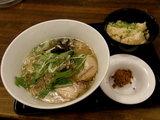 和出汁とんこつらぁ麺 春の筍御飯付 960円