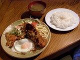 チキンのオイスター焼とフライエッグ、串カツ盛り合わせ 700円