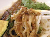 ごろごろ野菜のキーマカレーうどん 麺のアップ