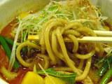 濃厚味噌担担麺 南国風 麺のアップ