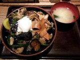 甘辛ナスピー丼 730円