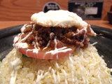 チリミート目玉焼のせチャーハン アップ画像
