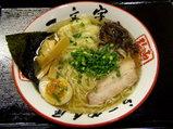 地鶏えびわんたん麺 977円