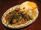 ガパオ:豚挽き肉とバジル葉入り辛口炒め掛けご飯
