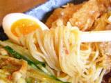 冷し中華 辛ごま味 麺のアップ