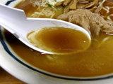 塩ラーメン スープのアップ