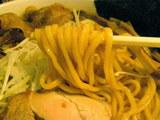 「ヤングラーメン」正油 麺のアップ