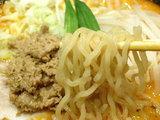 豚骨スープカレー麺 麺のアップ