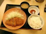 餃子カツ定食 777円