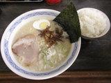博多ラーメン 500円 + サービスライス