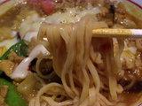 絶品カレーラーメン 麺のアップ