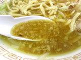 辰醤油カレー風味 スープのアップ