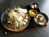 ちゃんぽん麺で作ったかた焼きそば 高菜明太ごはん付き 750円