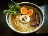 鮭節の白醤油らー麺 770円 + 味玉 100円