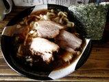濃口醤油のニボ肉麺 800円