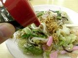 長崎皿うどん ソースをかける