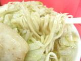 ラーメン 野菜ニンニク 麺のアップ