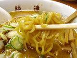 味噌ラーメン 麺のアップ画像