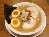 魂麺(味玉入り) 880円