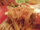 鶏トマトのうつけ涼麺 麺のアップ