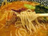 香り海老 坦々麺 麺のアップ