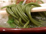 スピルリナの野菜系らぁ麺 麺のアップ