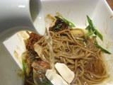 秋味塗し麺 秋香スープを投入