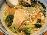 潮らーめん06春 三角麺のアップ
